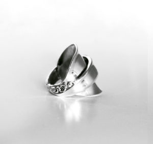 silver-whole-spoon-ring